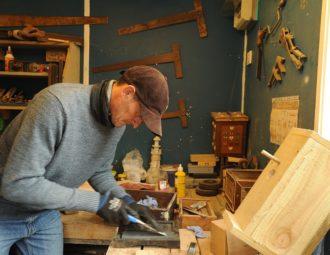 Apprendre à utiliser une équerre de charpentier